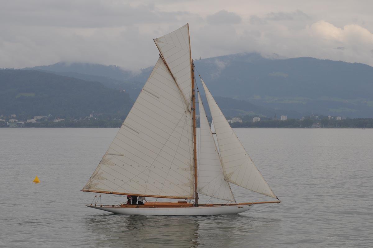 8mR-Yacht